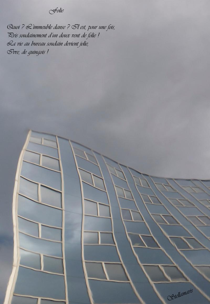 Folie ! / / Quoi ? L'immeuble danse ? Il est, pour une fois, / Pris soudainement d'un doux vent de folie ! / La vie au bureau soudain devient jolie, / Ivre, de guingois ! / / Stellamaris