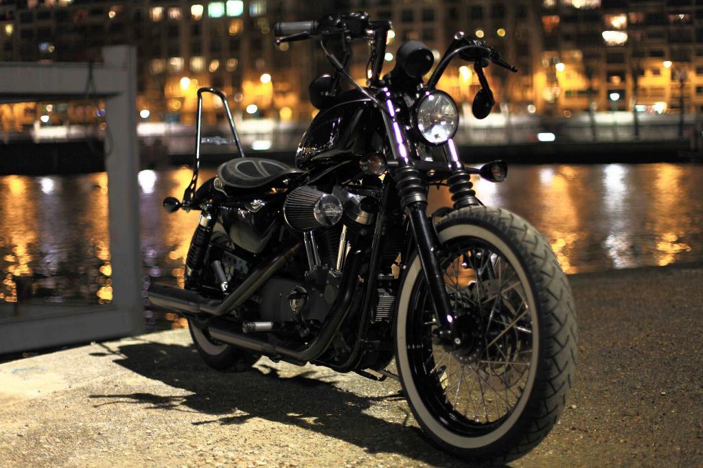 guidon street moto noir. Black Bedroom Furniture Sets. Home Design Ideas